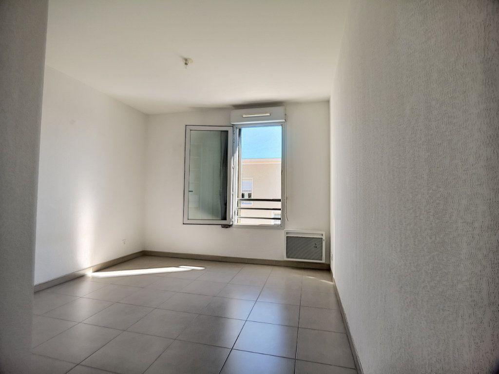 Appartement à louer 2 44.54m2 à Saint-Laurent-du-Var vignette-5