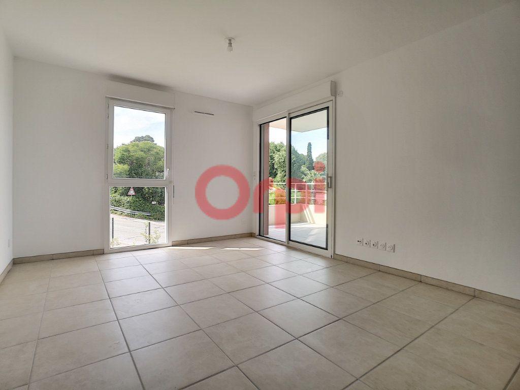 Appartement à louer 2 42.1m2 à Villeneuve-Loubet vignette-2