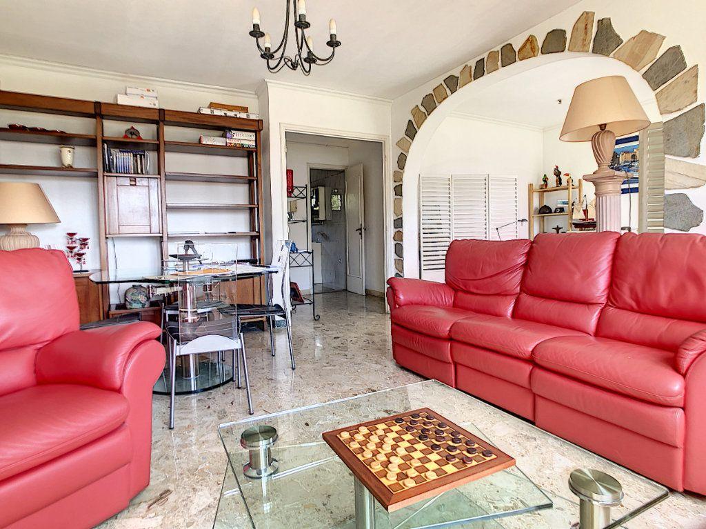Appartement à vendre 3 70.29m2 à Saint-Laurent-du-Var vignette-1