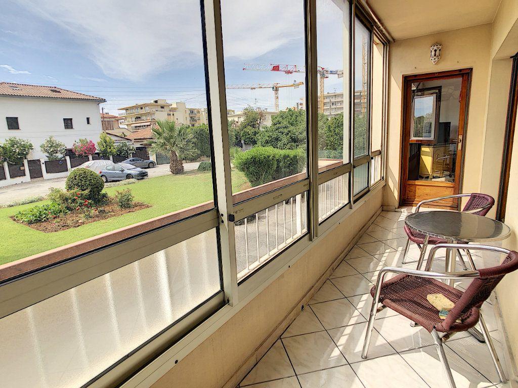Appartement à vendre 3 70.29m2 à Saint-Laurent-du-Var vignette-2