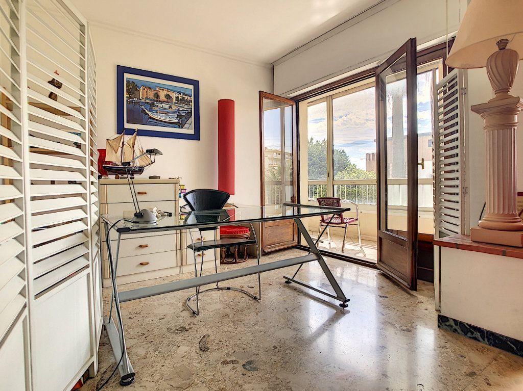Appartement à vendre 3 70.29m2 à Saint-Laurent-du-Var vignette-4