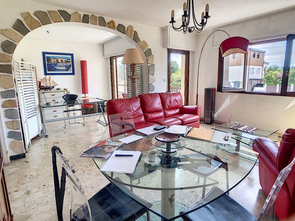 Appartement à vendre 3 70.29m2 à Saint-Laurent-du-Var vignette-5