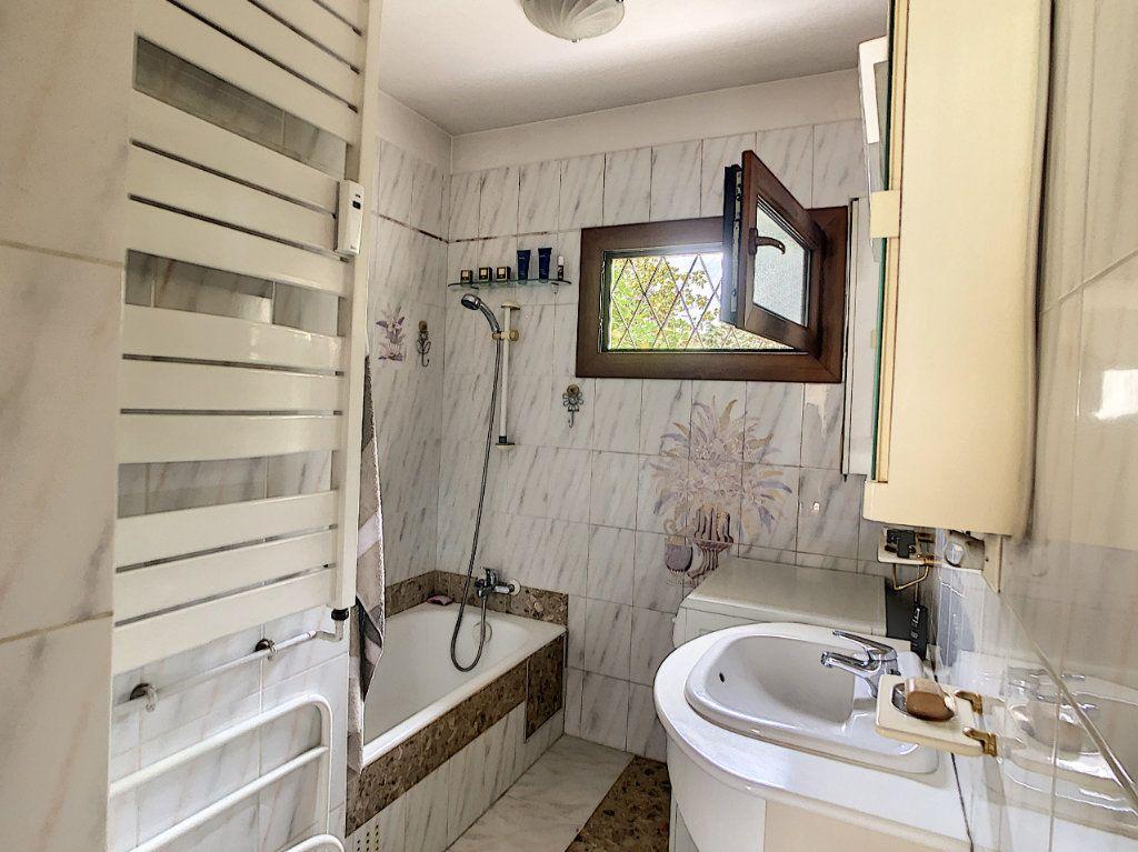 Appartement à vendre 3 70.29m2 à Saint-Laurent-du-Var vignette-8