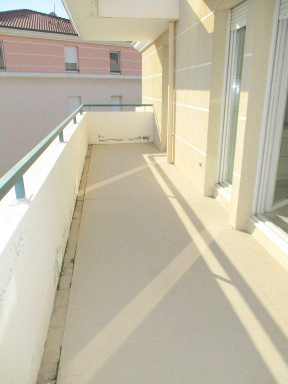 Appartement à louer 2 49.46m2 à Saint-Laurent-du-Var vignette-2