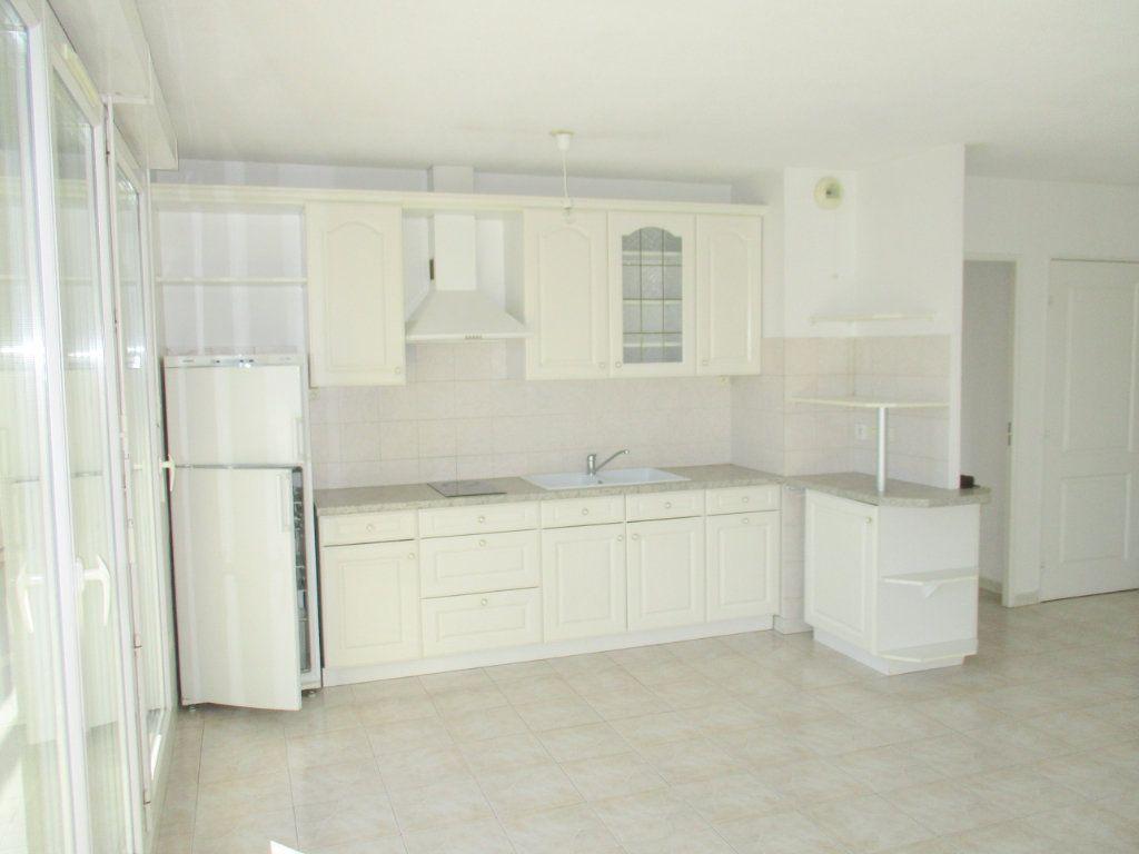 Appartement à louer 2 49.46m2 à Saint-Laurent-du-Var vignette-3