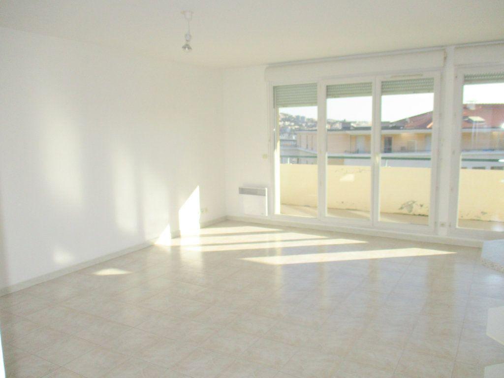 Appartement à louer 2 49.46m2 à Saint-Laurent-du-Var vignette-4