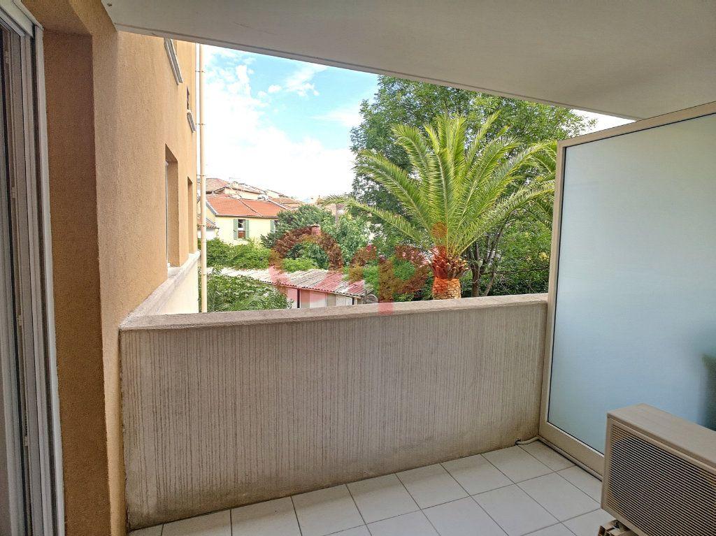Appartement à louer 2 42.02m2 à Saint-Laurent-du-Var vignette-1