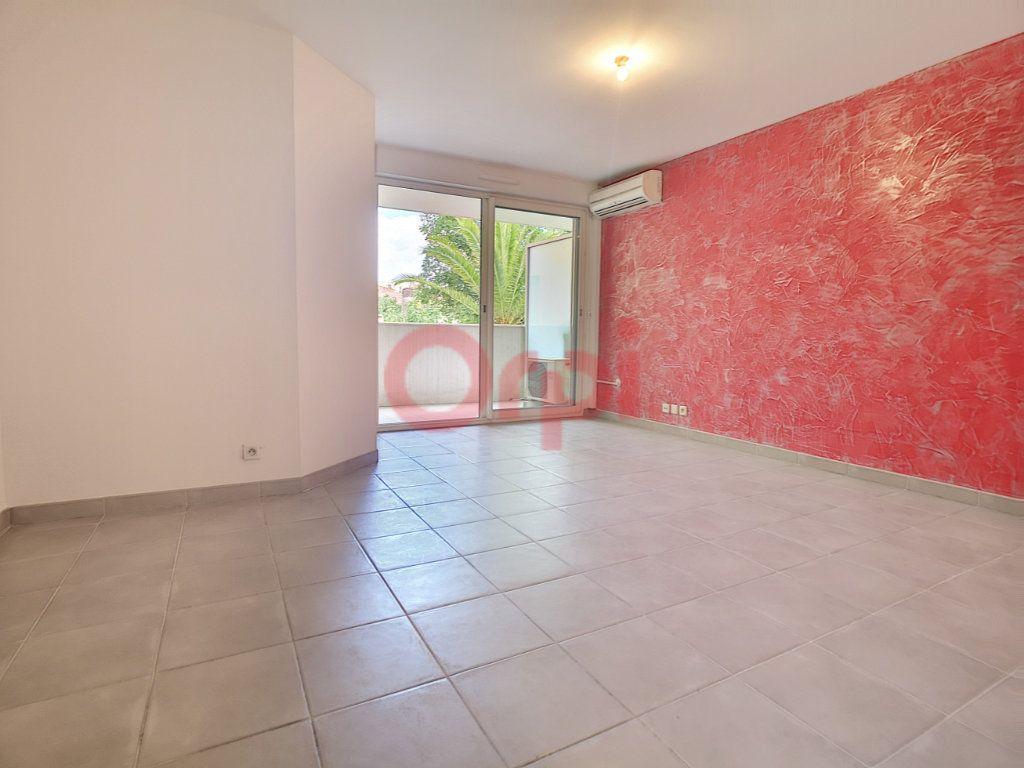 Appartement à louer 2 42.02m2 à Saint-Laurent-du-Var vignette-2
