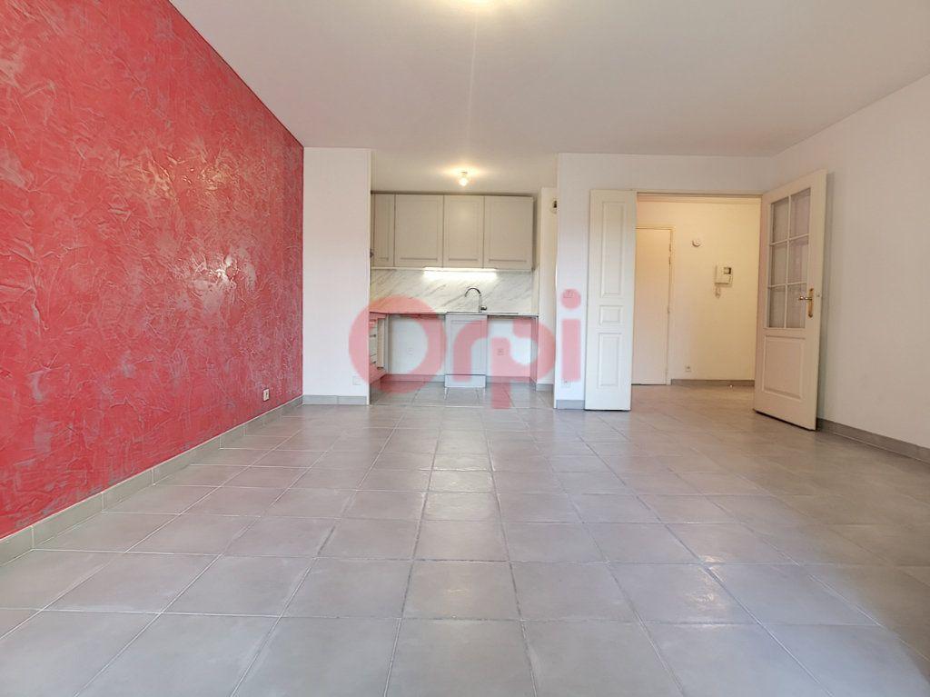 Appartement à louer 2 42.02m2 à Saint-Laurent-du-Var vignette-3