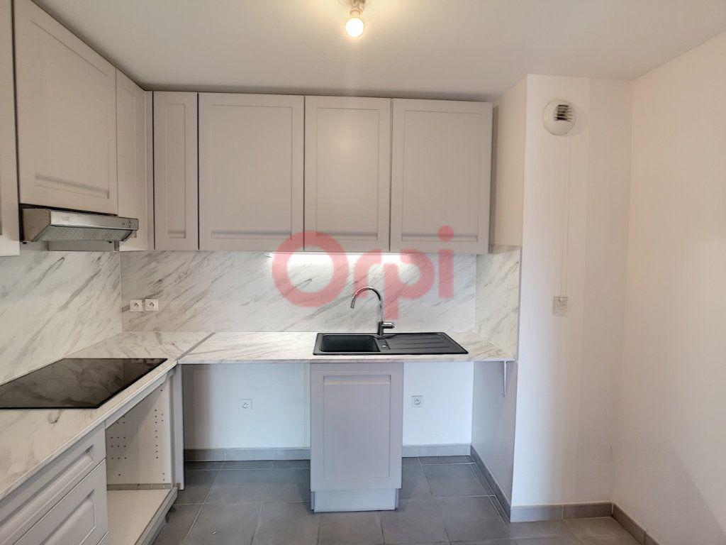Appartement à louer 2 42.02m2 à Saint-Laurent-du-Var vignette-4