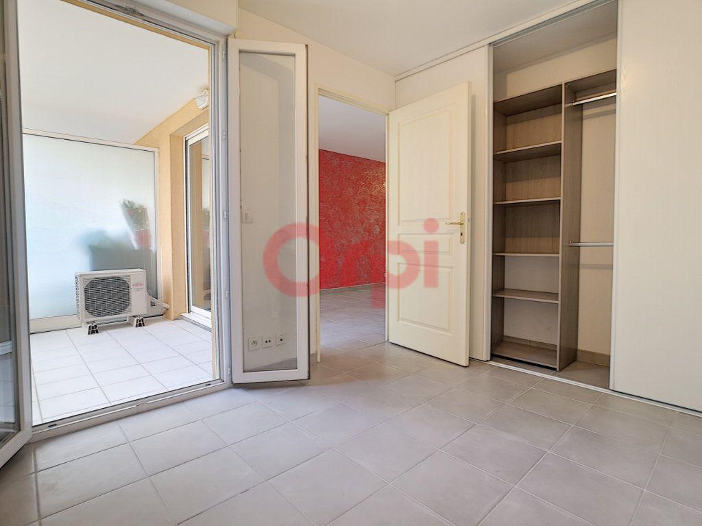 Appartement à louer 2 42.02m2 à Saint-Laurent-du-Var vignette-5