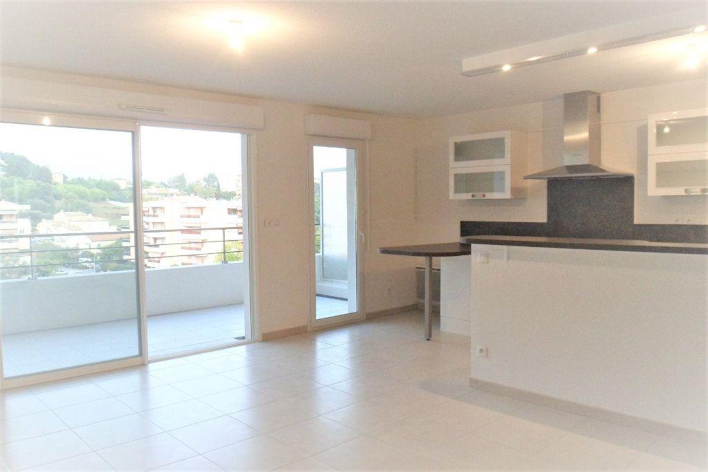 Appartement à vendre 3 65.12m2 à Cagnes-sur-Mer vignette-1
