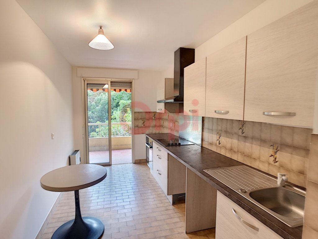 Appartement à louer 3 70.87m2 à Saint-Laurent-du-Var vignette-4