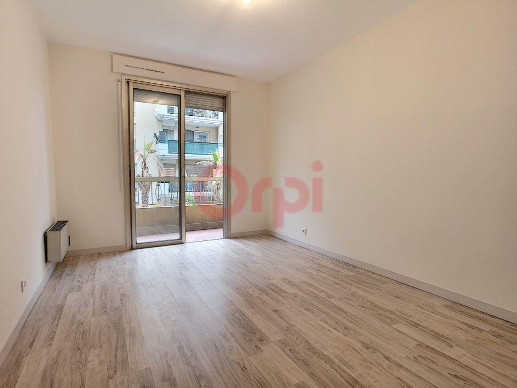 Appartement à louer 3 70.87m2 à Saint-Laurent-du-Var vignette-5