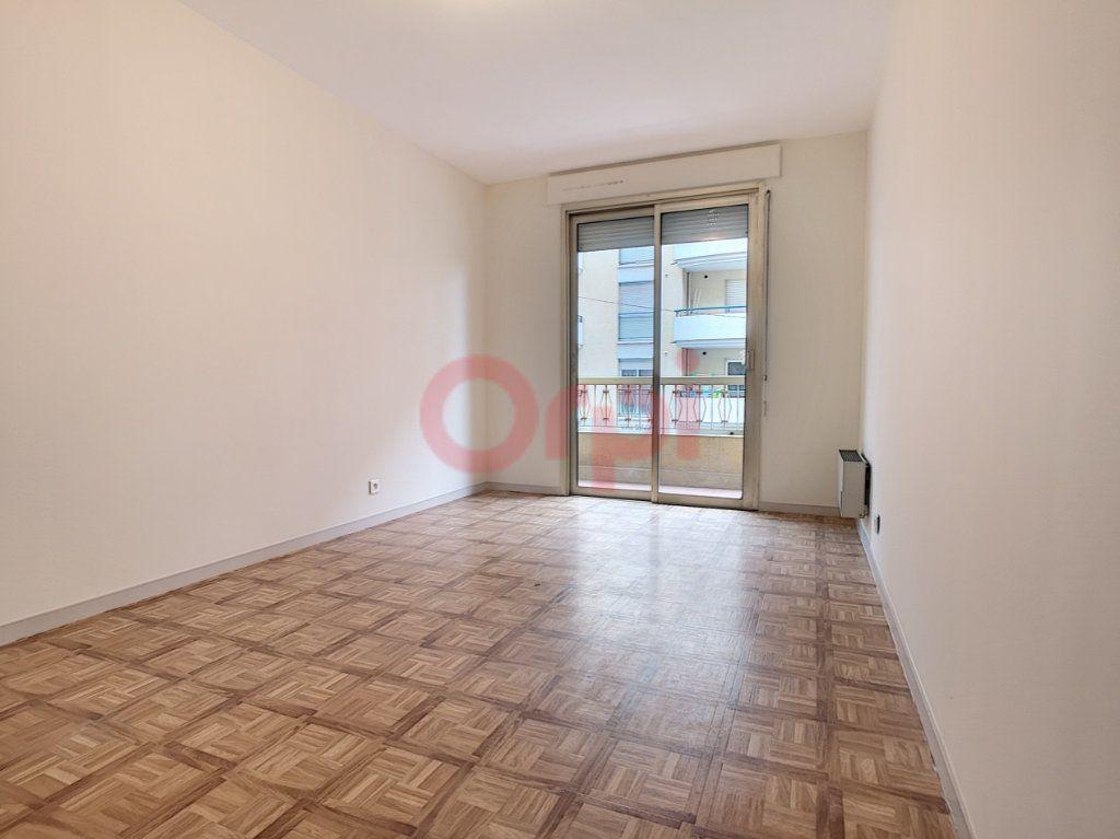 Appartement à louer 3 70.87m2 à Saint-Laurent-du-Var vignette-6
