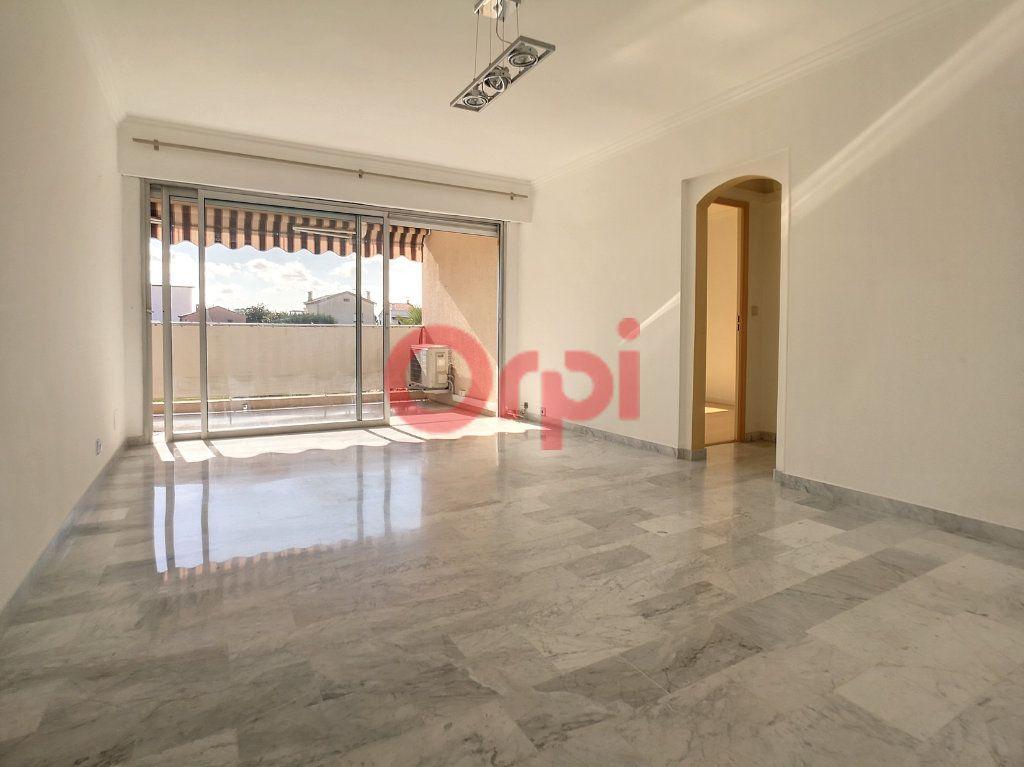 Appartement à louer 2 52.3m2 à Saint-Laurent-du-Var vignette-3
