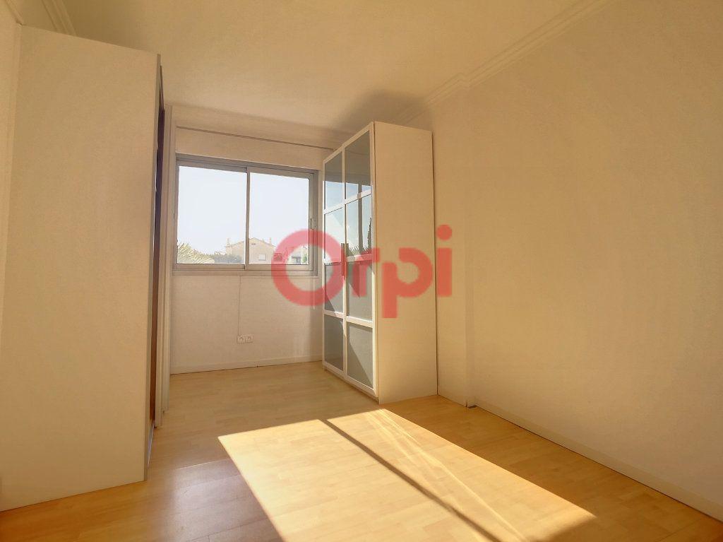 Appartement à louer 2 52.3m2 à Saint-Laurent-du-Var vignette-4