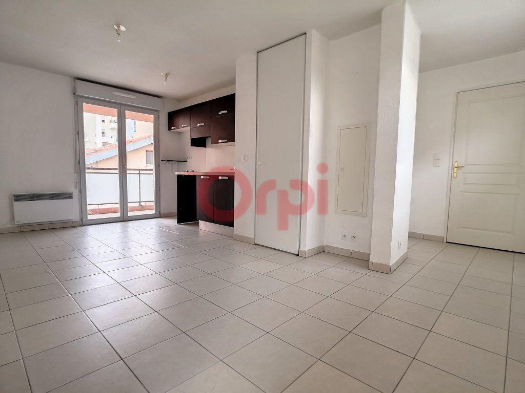 Appartement à louer 2 39.04m2 à Saint-Laurent-du-Var vignette-1