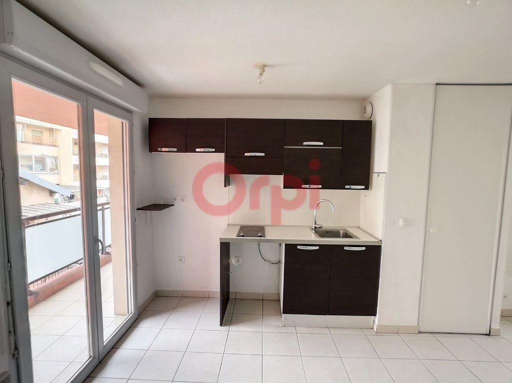 Appartement à louer 2 39.04m2 à Saint-Laurent-du-Var vignette-2