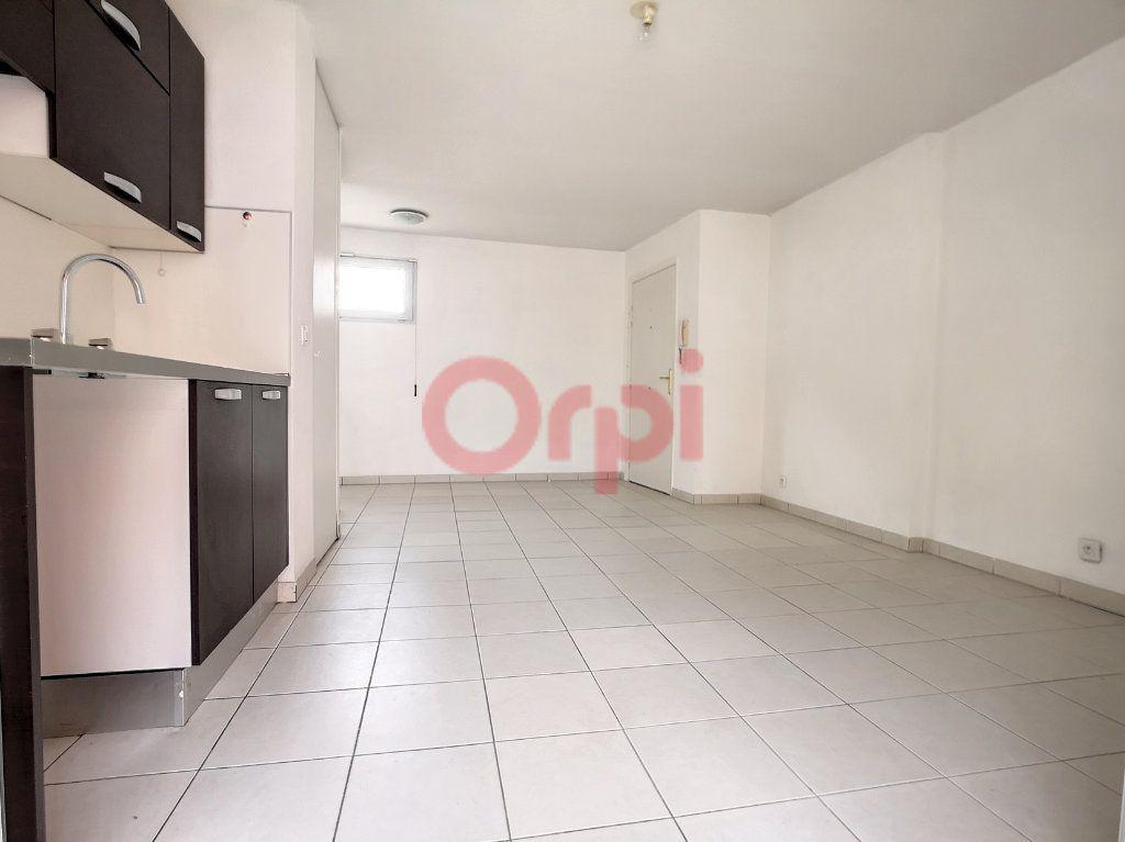 Appartement à louer 2 39.04m2 à Saint-Laurent-du-Var vignette-3