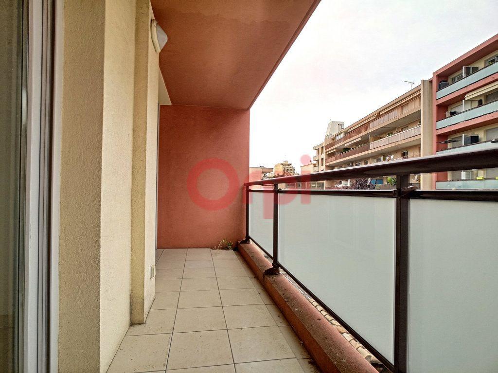 Appartement à louer 2 39.04m2 à Saint-Laurent-du-Var vignette-7