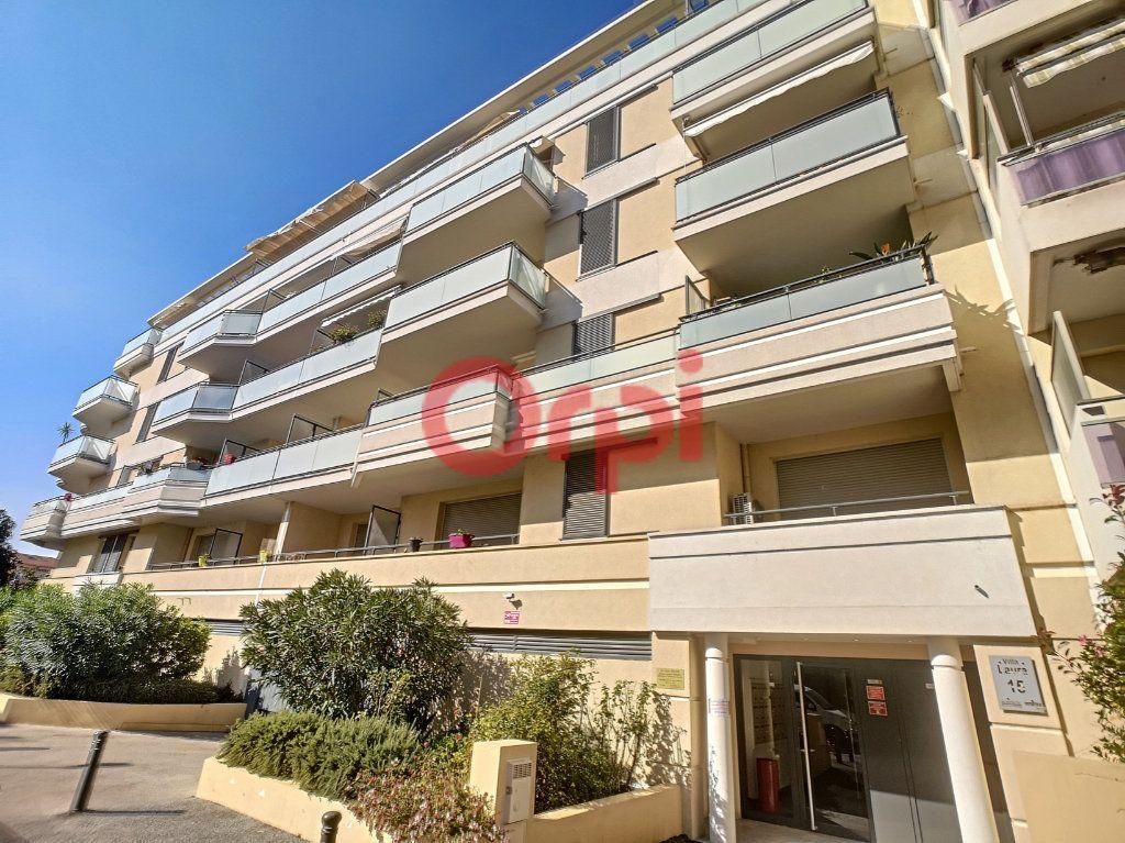 Appartement à louer 3 59.3m2 à Saint-Laurent-du-Var vignette-1