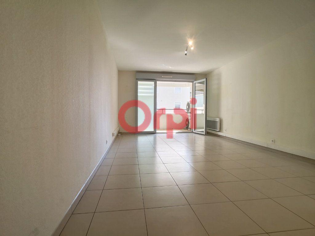 Appartement à louer 3 59.3m2 à Saint-Laurent-du-Var vignette-2
