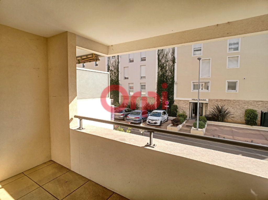 Appartement à louer 3 59.3m2 à Saint-Laurent-du-Var vignette-4