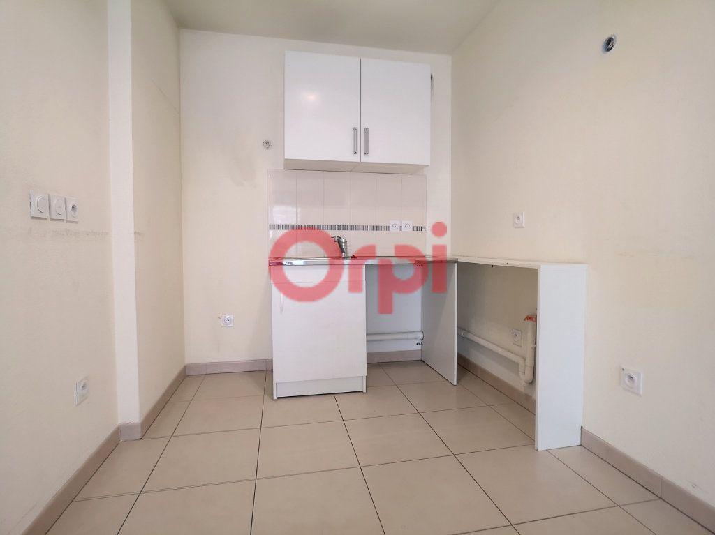 Appartement à louer 3 59.3m2 à Saint-Laurent-du-Var vignette-5