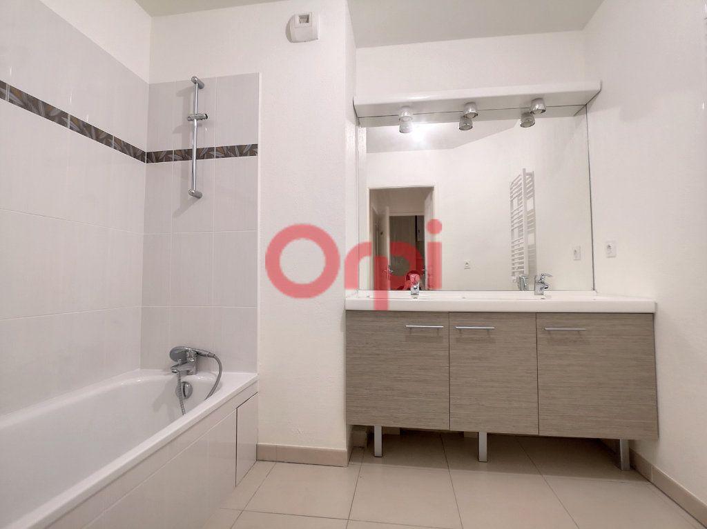 Appartement à louer 3 59.3m2 à Saint-Laurent-du-Var vignette-6