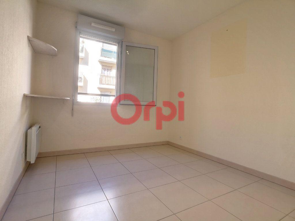 Appartement à louer 3 59.3m2 à Saint-Laurent-du-Var vignette-7