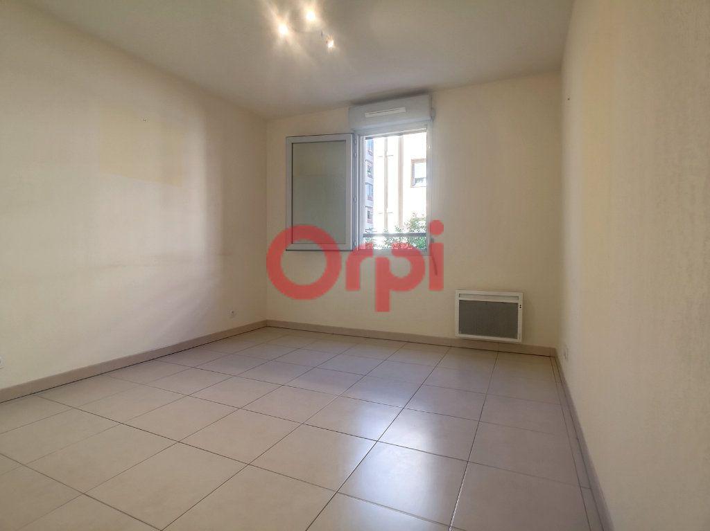 Appartement à louer 3 59.3m2 à Saint-Laurent-du-Var vignette-8