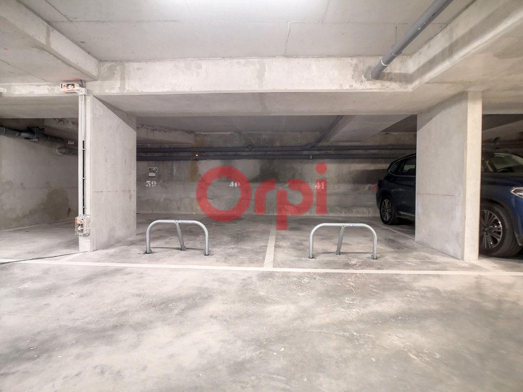 Appartement à louer 3 59.3m2 à Saint-Laurent-du-Var vignette-9