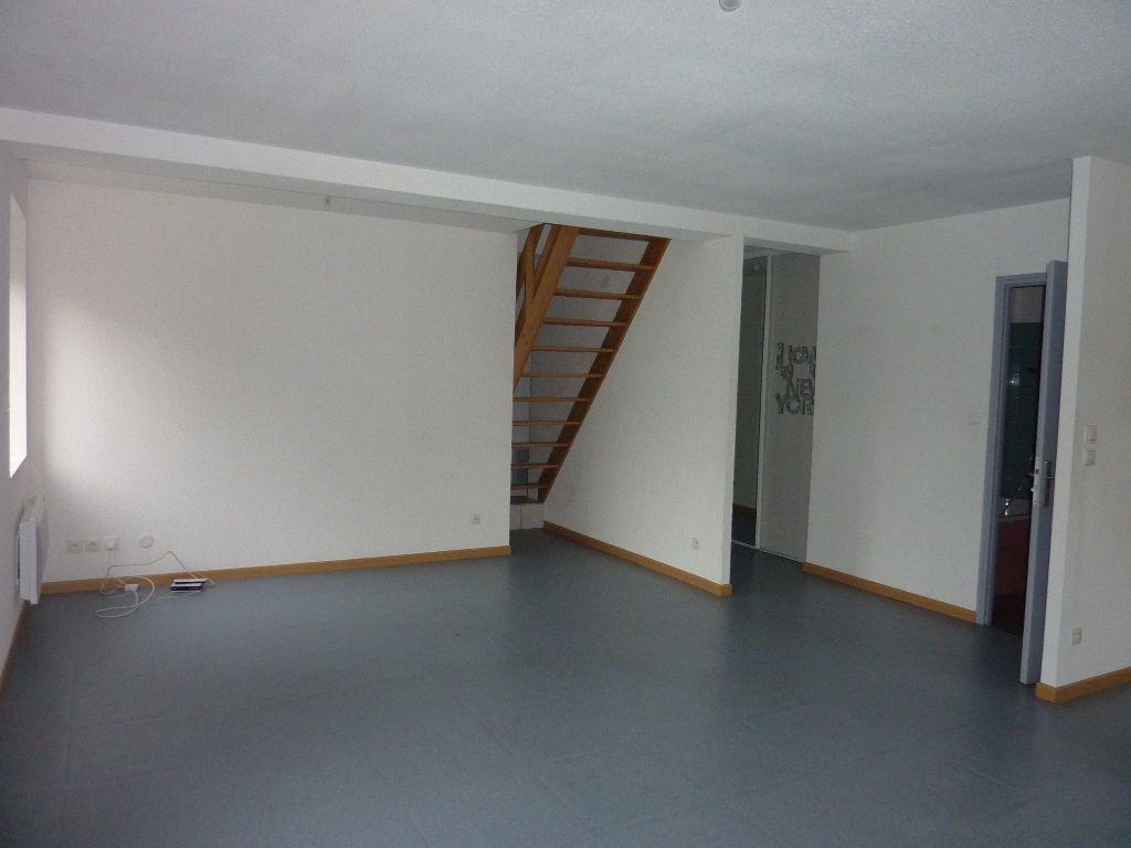 Appartement à louer 4 81m2 à Les Souhesmes-Rampont vignette-1