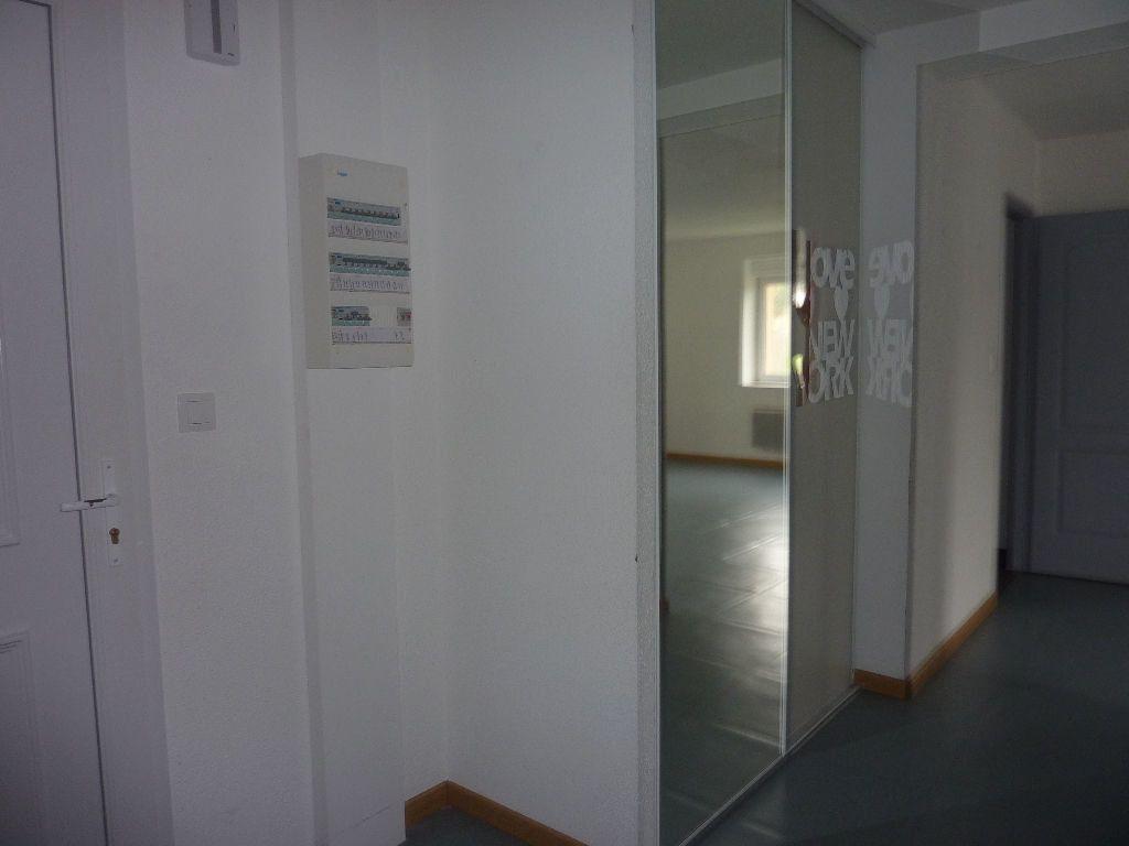 Appartement à louer 4 81m2 à Les Souhesmes-Rampont vignette-2