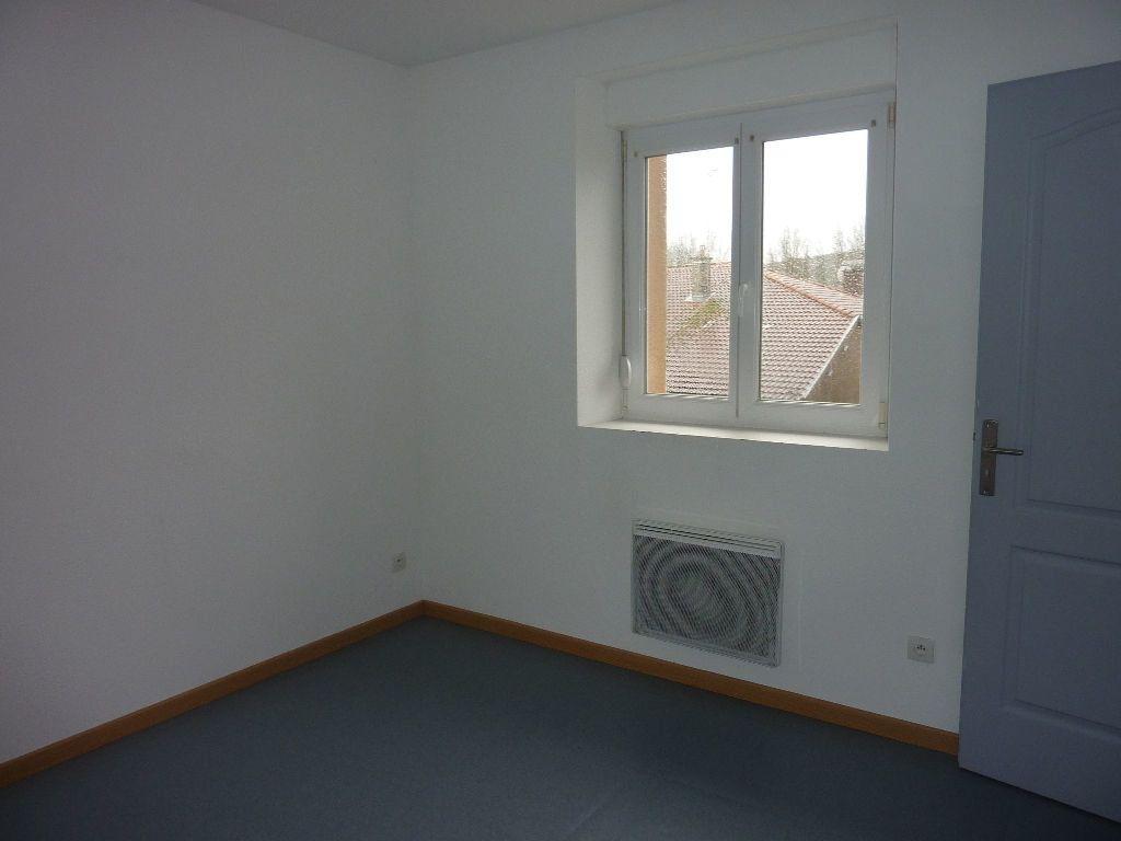 Appartement à louer 4 81m2 à Les Souhesmes-Rampont vignette-3