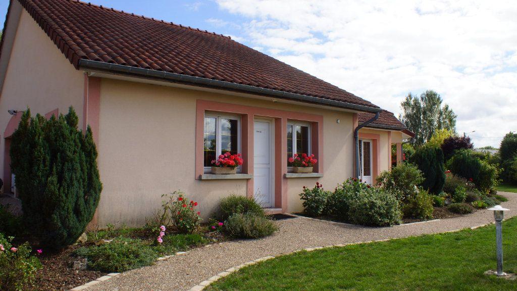 Maison à vendre 8 201m2 à Thierville-sur-Meuse vignette-2
