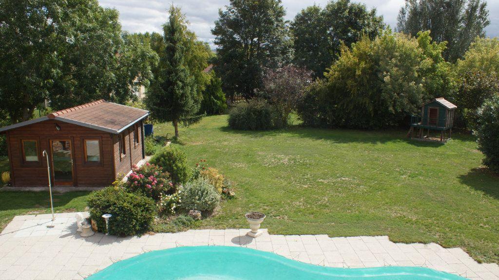 Maison à vendre 8 201m2 à Thierville-sur-Meuse vignette-4
