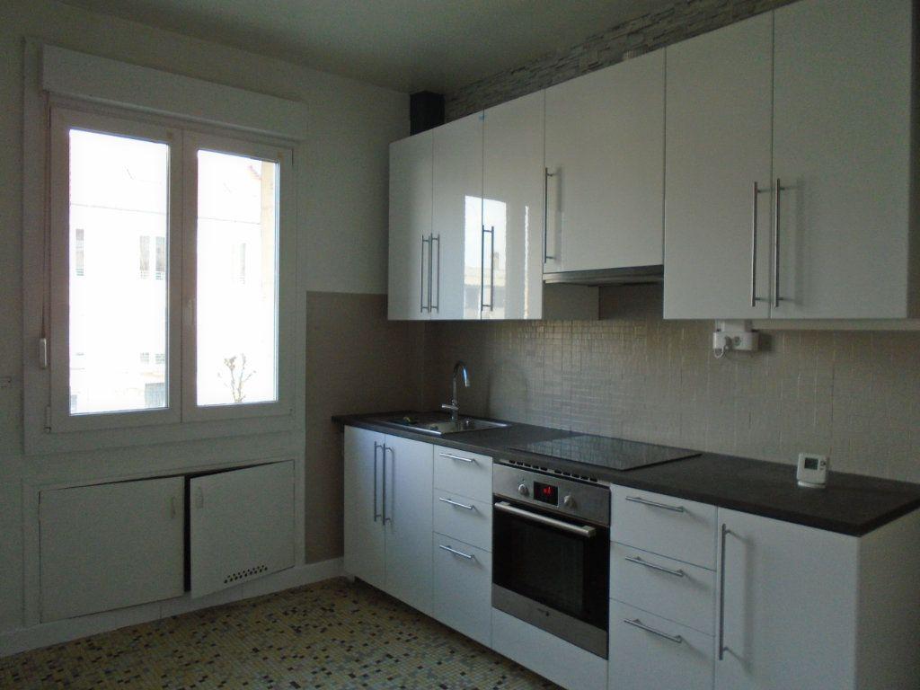 Appartement à louer 4 102m2 à Verdun vignette-2