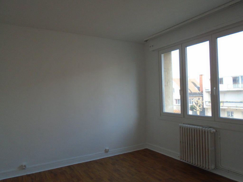 Appartement à louer 4 102m2 à Verdun vignette-4