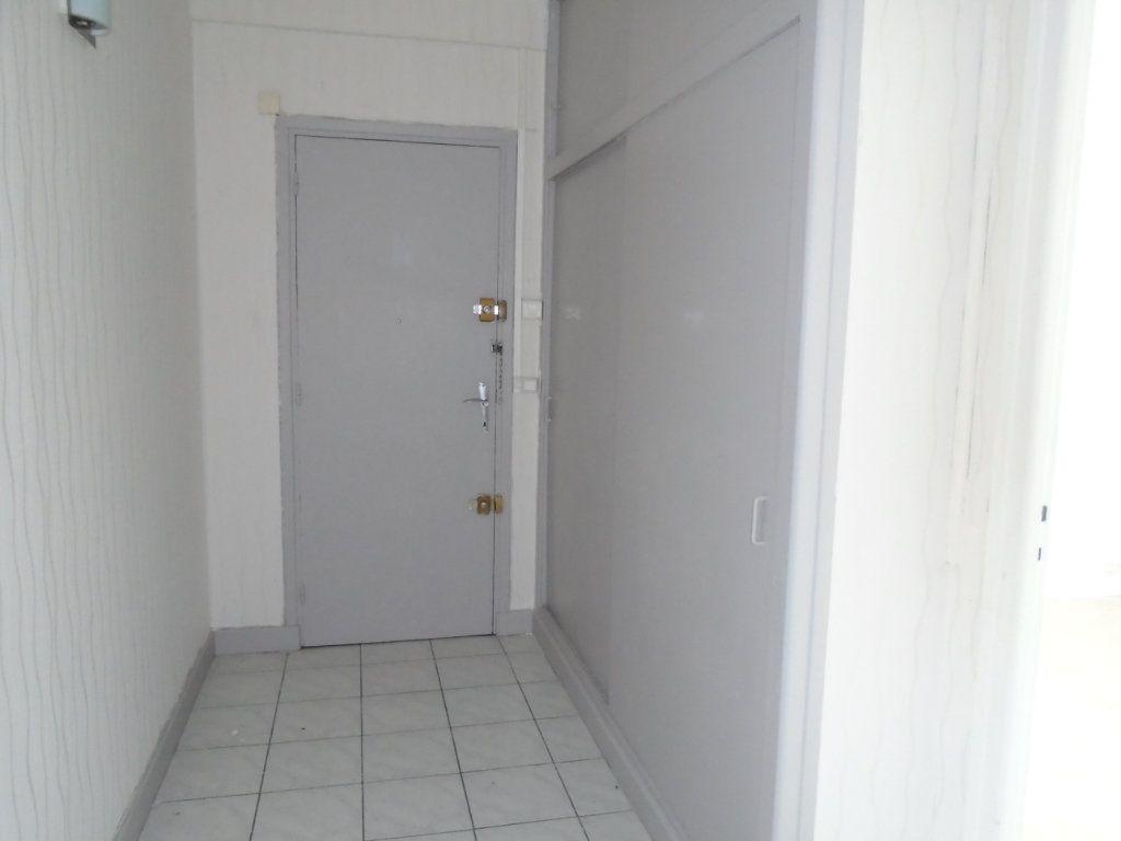Appartement à louer 4 102m2 à Verdun vignette-8