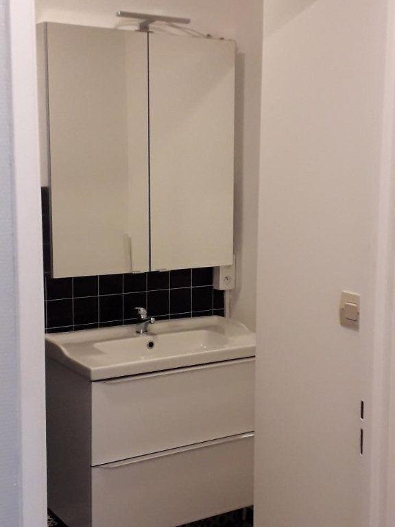 Appartement à louer 3 63.48m2 à Nancy vignette-13