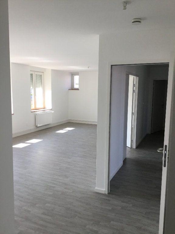 Appartement à louer 4 117.04m2 à Montfaucon-d'Argonne vignette-1