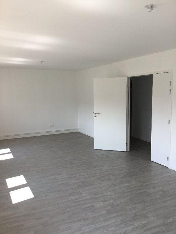 Appartement à louer 4 117.04m2 à Montfaucon-d'Argonne vignette-2