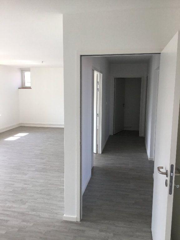 Appartement à louer 4 117.04m2 à Montfaucon-d'Argonne vignette-3