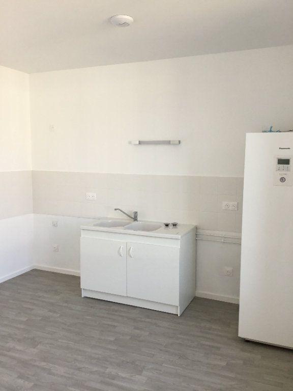Appartement à louer 5 114m2 à Montfaucon-d'Argonne vignette-3