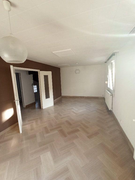 Appartement à louer 4 81.39m2 à Nancy vignette-5