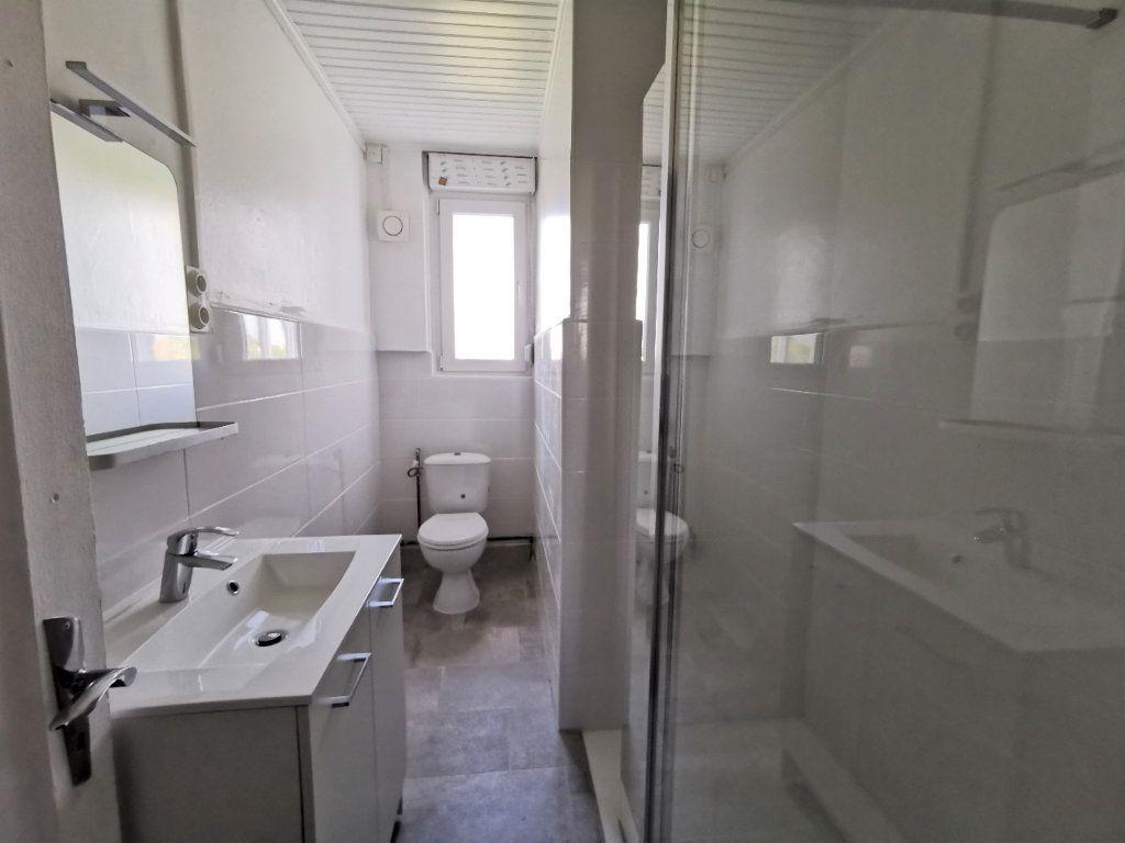 Appartement à louer 4 88.12m2 à Montigny-lès-Metz vignette-2
