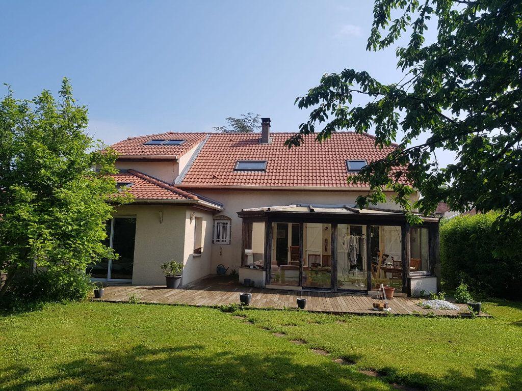 Maison à louer 9 171m2 à Velaine-en-Haye vignette-1