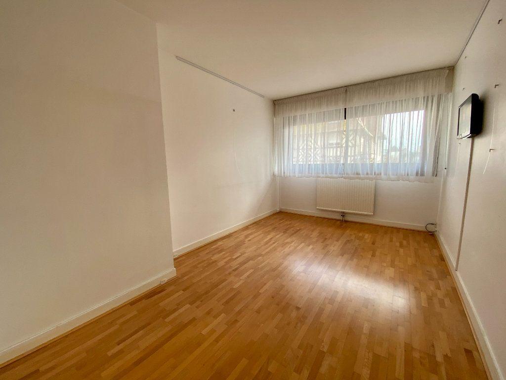 Appartement à vendre 2 65.9m2 à Deauville vignette-4